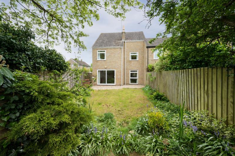 3 Bedrooms Semi Detached House for sale in Chaundy Road, Tackley, Kidlington, Oxfordshire