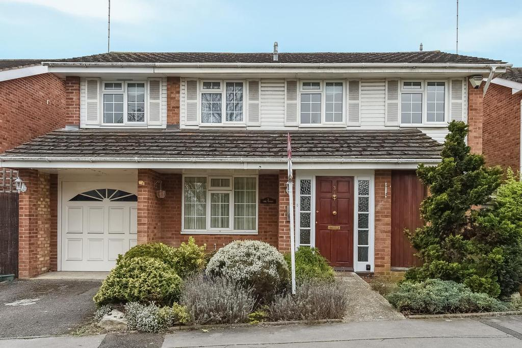 4 Bedrooms Detached House for sale in Valan Leas, Bromley, BR2