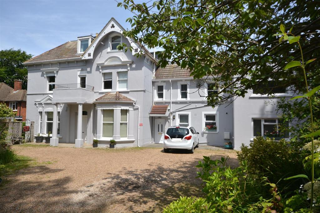 3 Bedrooms Flat for sale in Hollington Park Road, St. Leonards-On-Sea