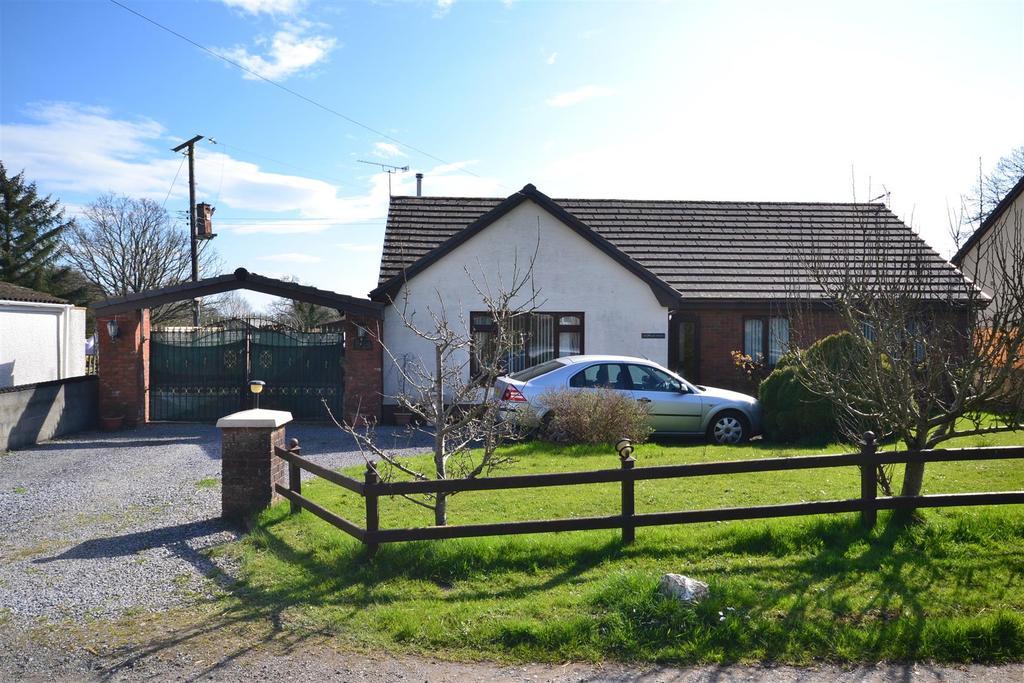 3 Bedrooms Detached Bungalow for sale in Ffynnongain Lane, Pwlltrap, St. Clears, Carmarthen
