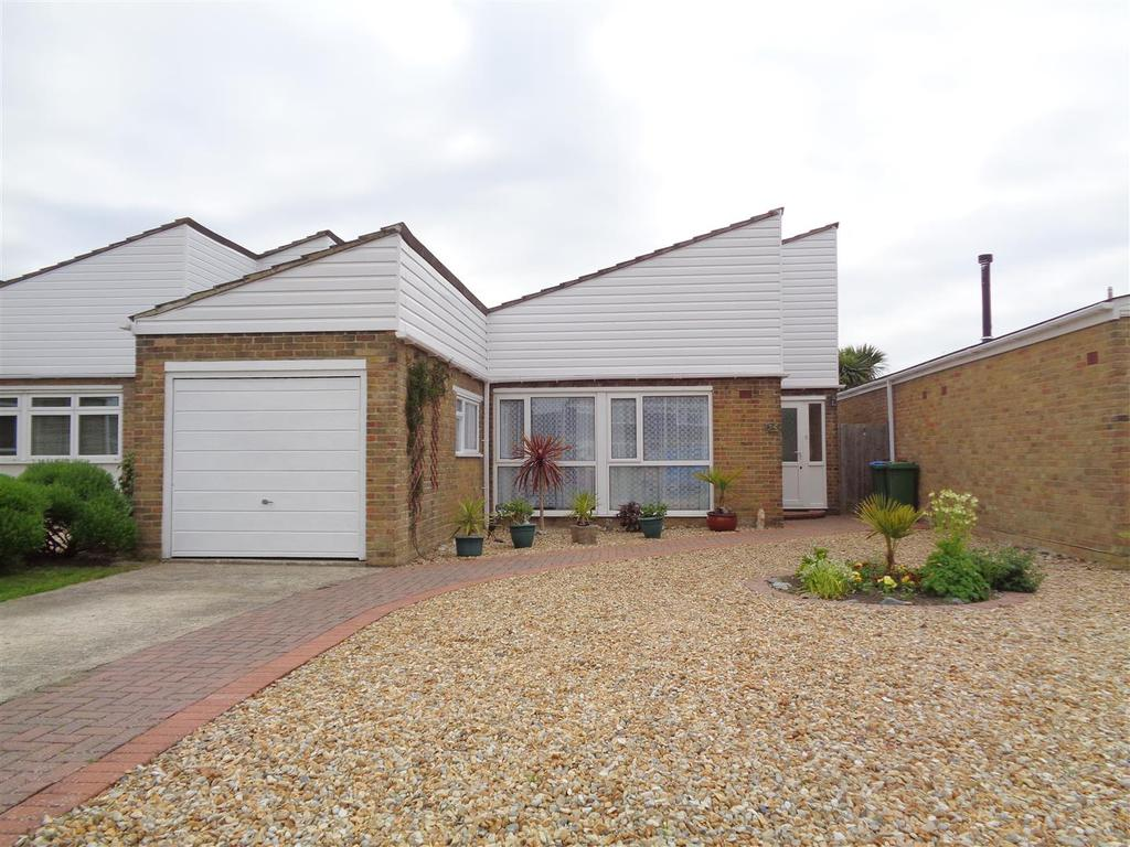 2 Bedrooms Detached Bungalow for sale in The Causeway, Pagham