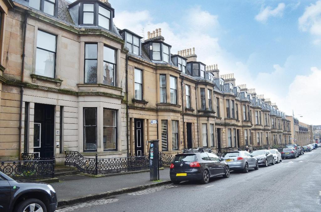 3 Bedrooms Flat for sale in Belmont Street, Ground Basement Flat, Kelvinbridge, Glasgow, G12 8EY