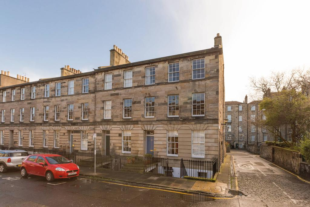 2 Bedrooms Flat for sale in 33a Cumberland Street, New Town, EH3 6RT