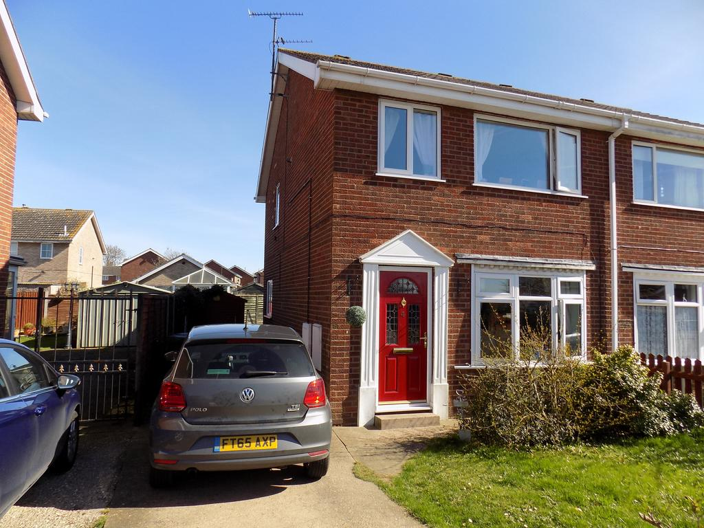 3 Bedrooms Semi Detached House for sale in 4 Calder Close Immingham DN40 2DP