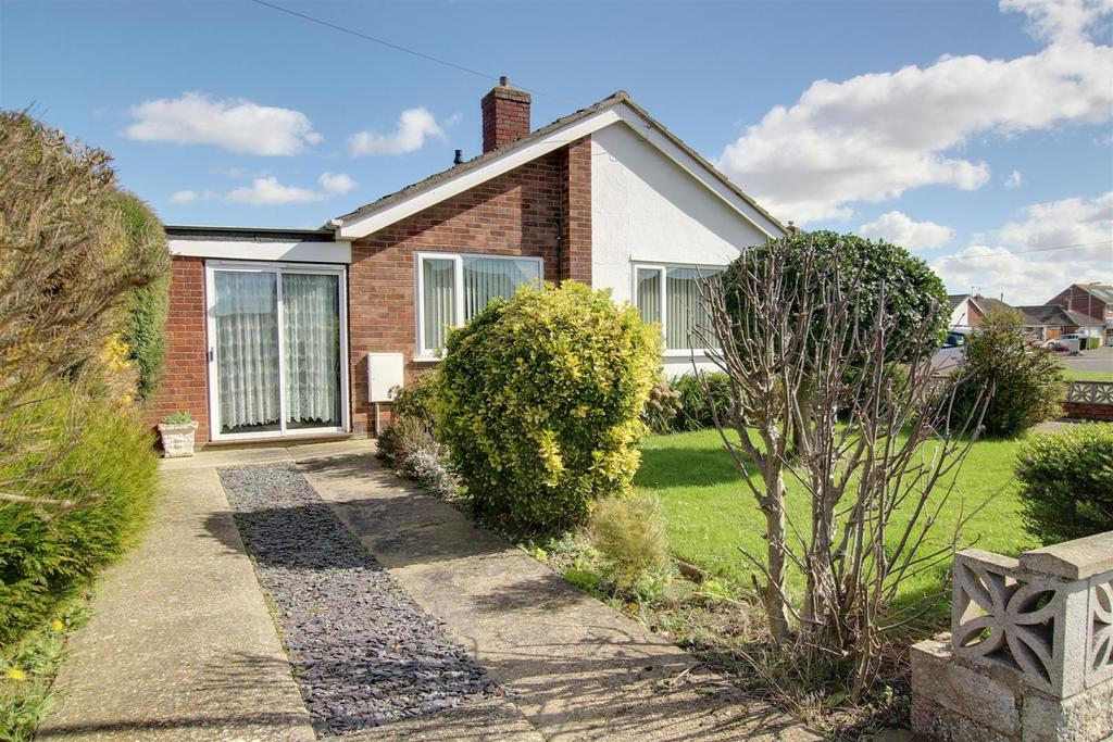 3 Bedrooms Detached Bungalow for sale in 12 The Fairway, Mablethorpe