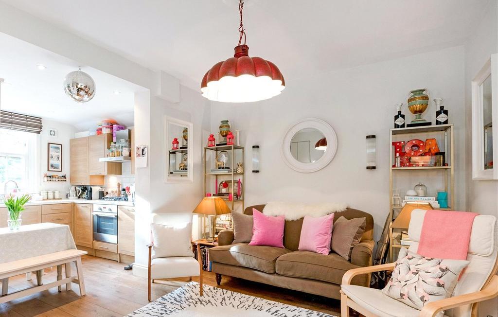 2 Bedrooms Flat for sale in Freedom Street, Battersea, London, SW11