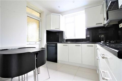 4 bedroom semi-detached house to rent - North View, Eastcote