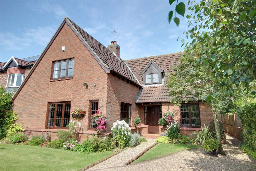 5 Bedrooms Detached House for sale in West Wold, Swanland