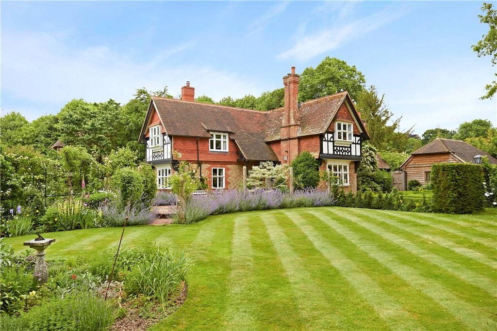 4 Bedrooms Detached House for sale in Rake Manor, Milford, Surrey, GU8