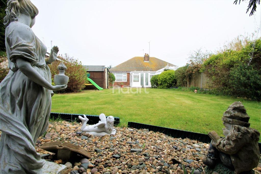 2 Bedrooms Bungalow for sale in West Clacton Tudor Estate