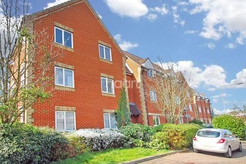 2 bedroom flat for sale - Lupin Close, Rush Green