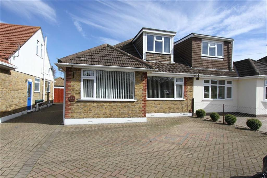 3 Bedrooms Semi Detached Bungalow for sale in Fourth Avenue, Wickford, Essex, SS11 8RQ