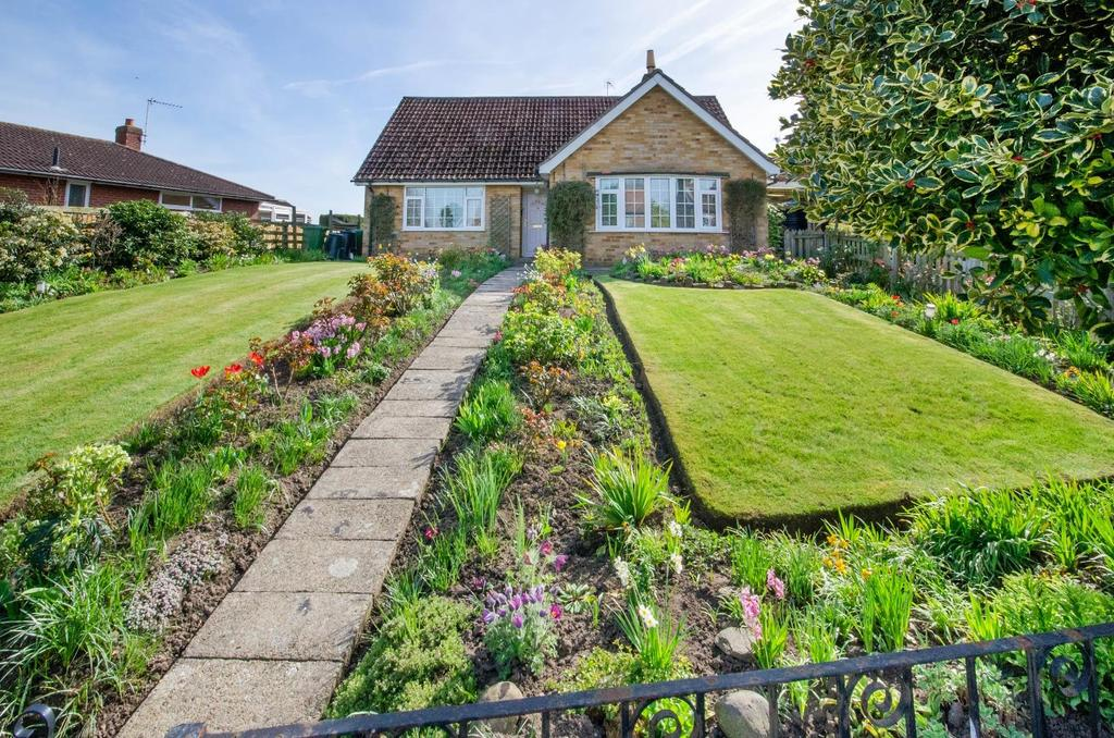 4 Bedrooms Bungalow for sale in Hall Garth, Main Street, Linton On Ouse