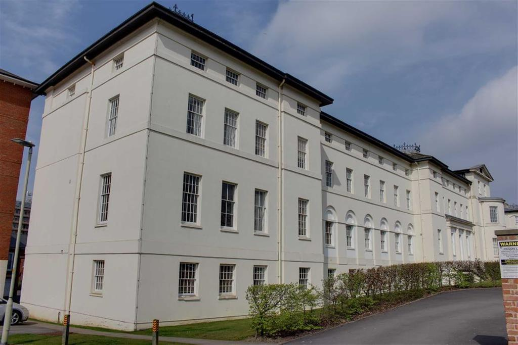 2 Bedrooms Flat for sale in The Crescent, Gloucester