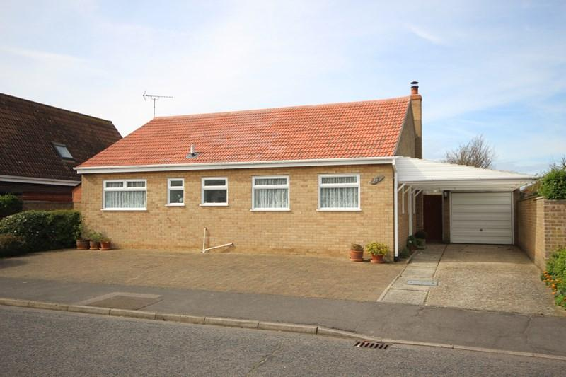 3 Bedrooms Detached Bungalow for sale in Stonham Avenue, Clacton-On-Sea