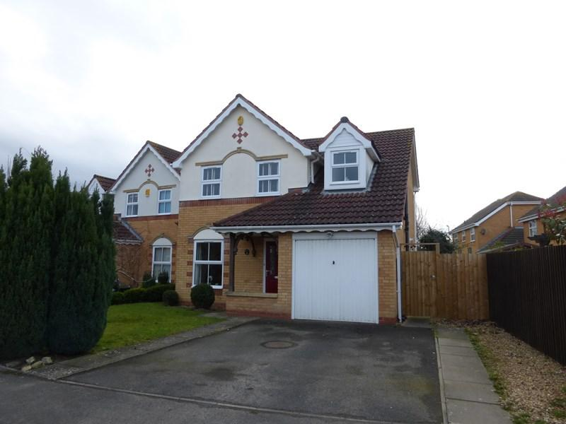 3 Bedrooms Detached House for sale in Blackberry Way, Evesham