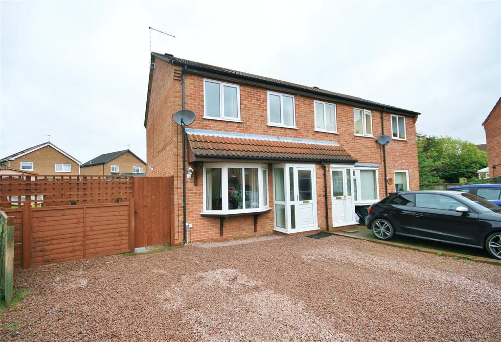 3 Bedrooms Semi Detached House for sale in Sandhurst Crescent, Sleaford, NG34