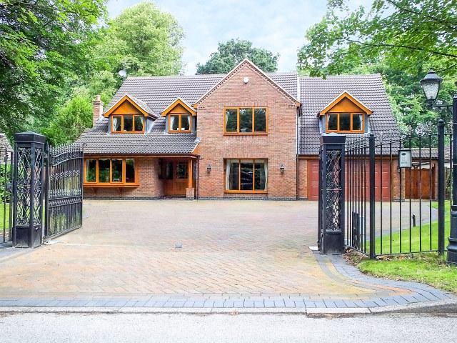 5 Bedrooms Detached House for sale in Claverdon Drive,Little Aston Park,Sutton Coldfield