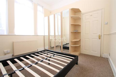 2 bedroom flat to rent - Lea Bridge Road, E10