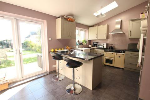 3 bedroom semi-detached house for sale - Suttons Avenue, Hornchurch