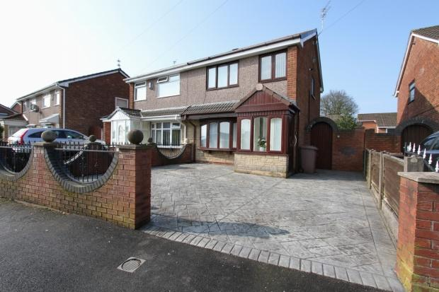 3 Bedrooms Semi Detached House for sale in Gray Avenue Haydock St Helens