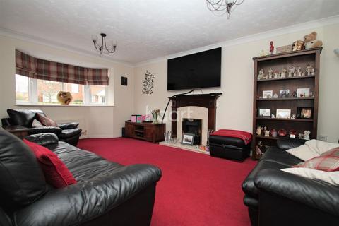 4 bedroom detached house for sale - Battalion Drive, Wootton