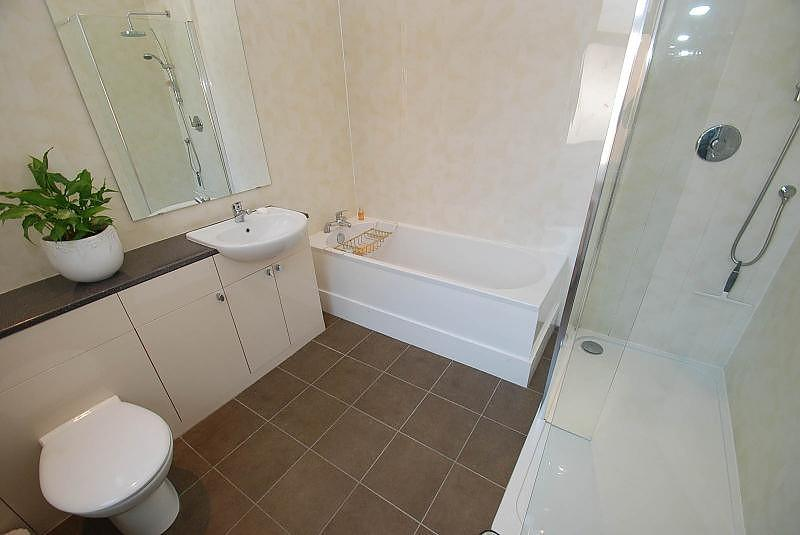 4 Bedrooms Terraced House for sale in Broughton Road, South Shields