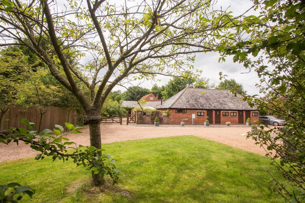 3 Bedrooms Detached House for sale in Dog Kennel Lane, Hadlow Down, East Sussex, TN22 4EL