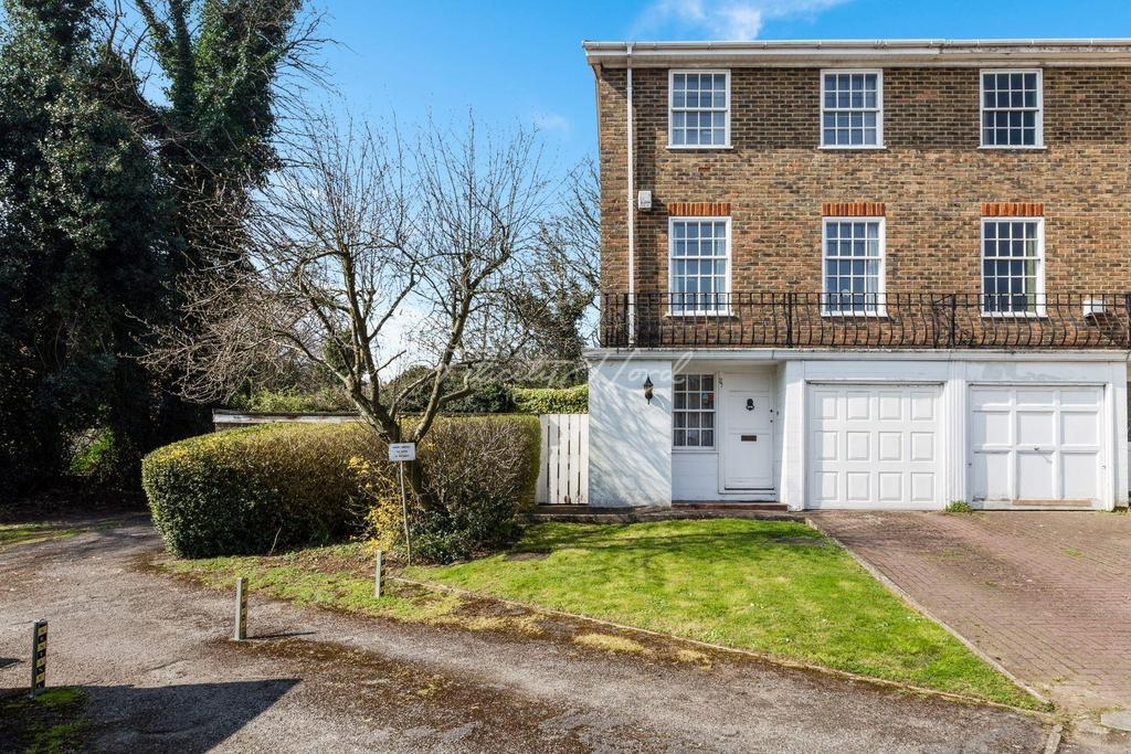 3 Bedrooms End Of Terrace House for sale in Kenilworth Gardens, SE18