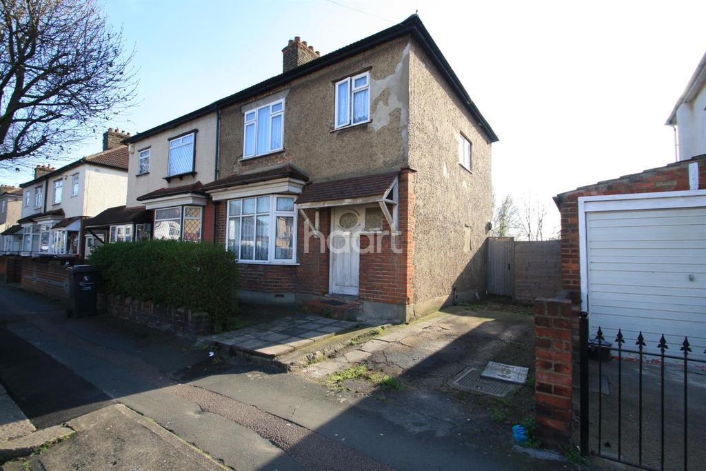 3 Bedrooms Semi Detached House for sale in Cambeys Road