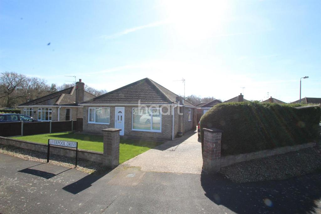 2 Bedrooms Bungalow for sale in Liverpool Drive, Skellingthorpe, Lincoln, LN6