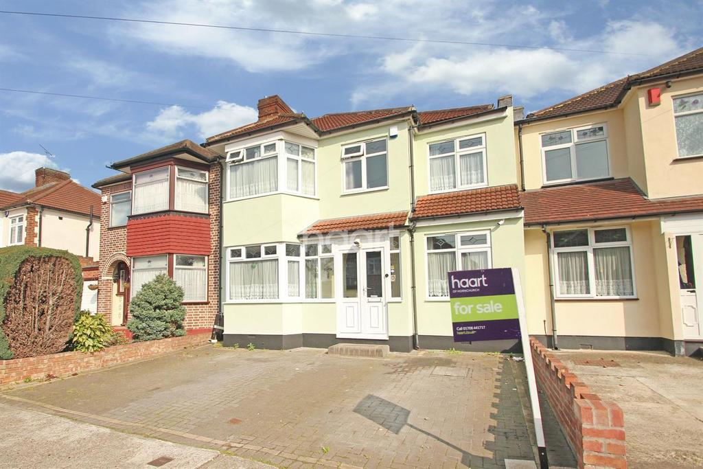 5 Bedrooms Semi Detached House for sale in Albany Road, Hornchurch