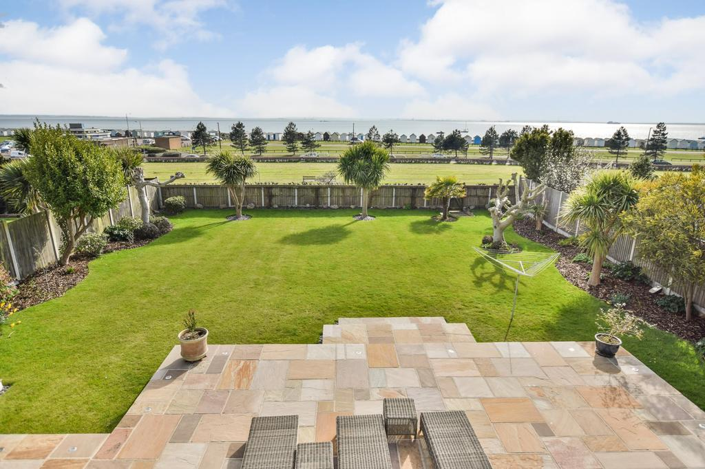 4 Bedrooms House for sale in Leitrim Avenue, Shoeburyness, Southend On Sea
