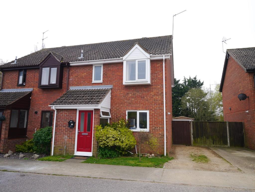 3 Bedrooms Semi Detached House for sale in Fen Court, South Lowestoft