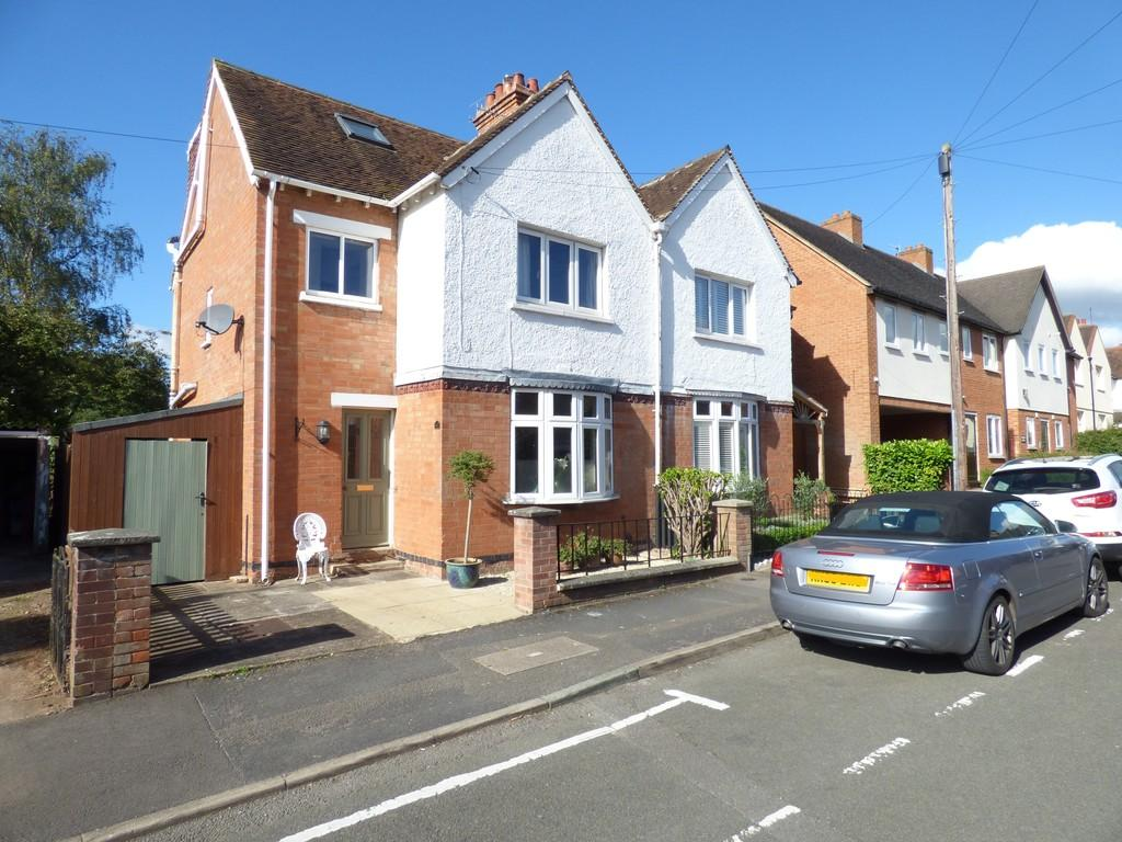 3 Bedrooms Semi Detached House for sale in Percy Street, Stratford-Upon-Avon