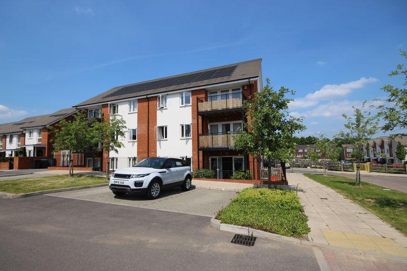 2 Bedrooms Apartment Flat for sale in Lexington Drive, Haywards Heath