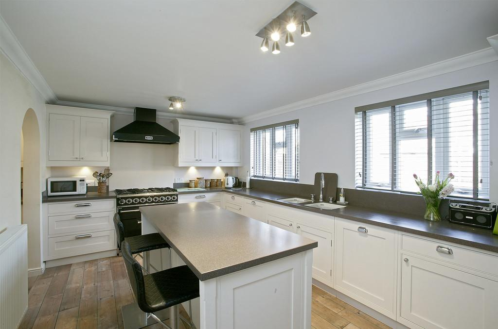 4 Bedrooms Detached House for sale in Wood Avens Way, Wymondham