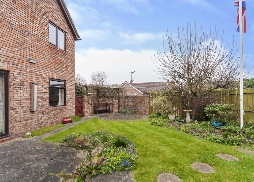 4 Bedrooms Detached House for sale in Common Lane, Tickhill