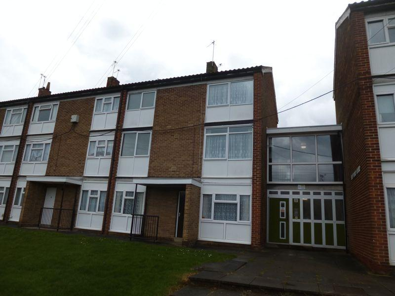 2 Bedrooms Maisonette Flat for sale in Holyrood Court, Queen Elizabeth Road