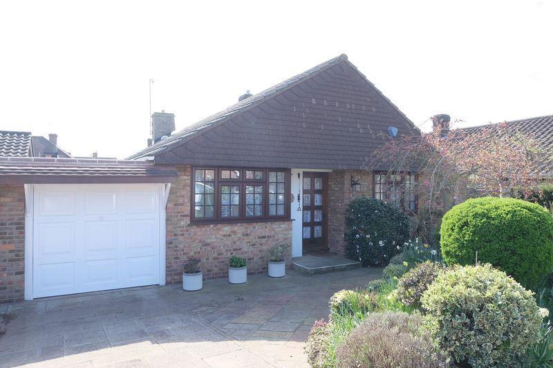 3 Bedrooms Bungalow for sale in Oakley Park, Bexley