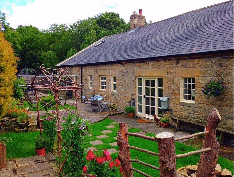 4 Bedrooms Semi Detached House for sale in Fourstones, Hexham