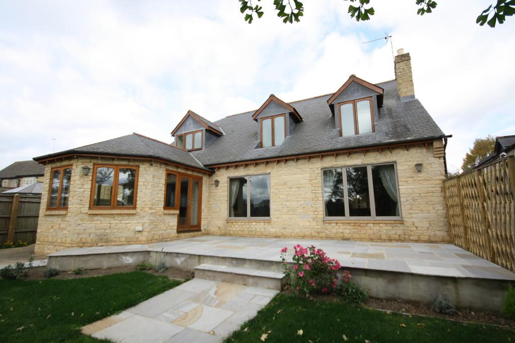 3 Bedrooms Detached House for sale in Main Street, Great Casterton