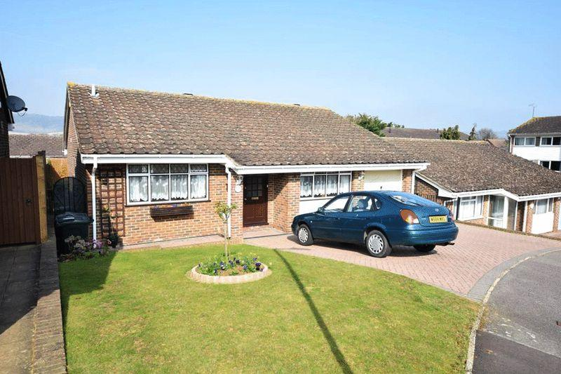 2 Bedrooms Bungalow for sale in Becksbourne Close, Maidstone