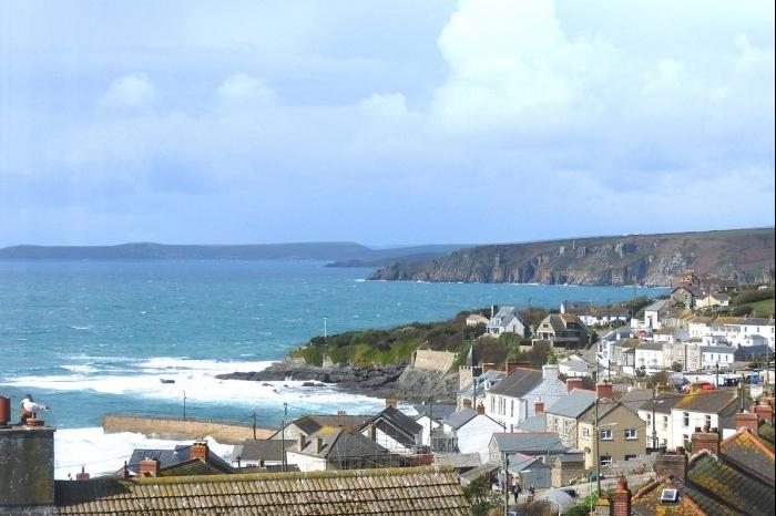 4 Bedrooms Town House for sale in Shearwater, 10, Sunnybank, Porthleven, TR13