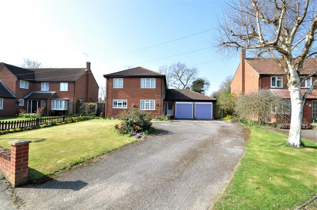 4 Bedrooms Detached House for sale in Mumford Close, West Bergholt, West of Colchester