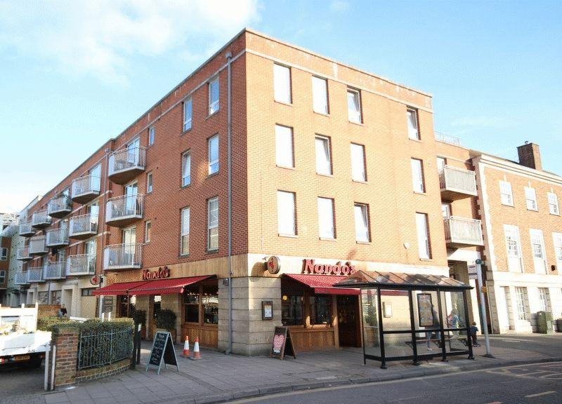2 Bedrooms Apartment Flat for sale in The Oaks Square, Epsom
