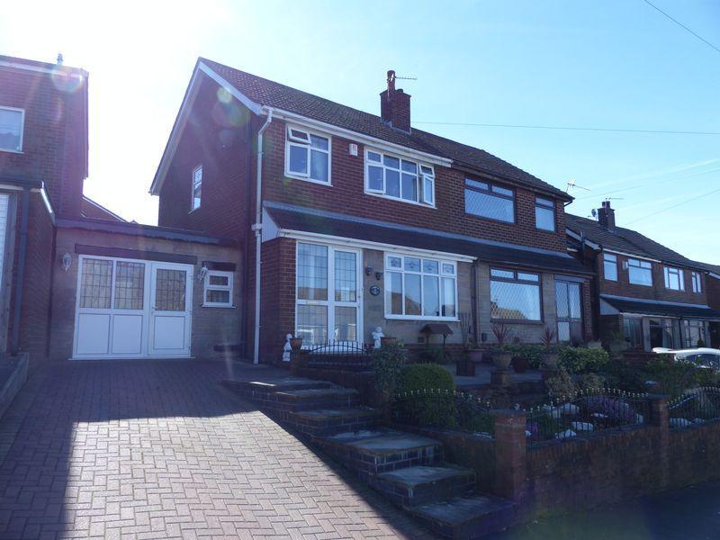 3 Bedrooms Semi Detached House for sale in Greenside Avenue, Moorside