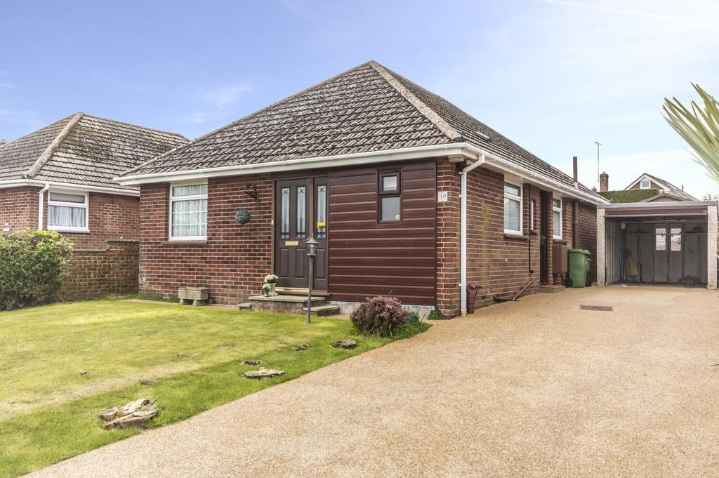 2 Bedrooms Detached Bungalow for sale in Meadow Close, Lake