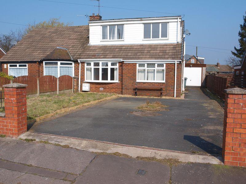 4 Bedrooms Semi Detached House for sale in Beechfield Road, Milnrow, OL16 4EU