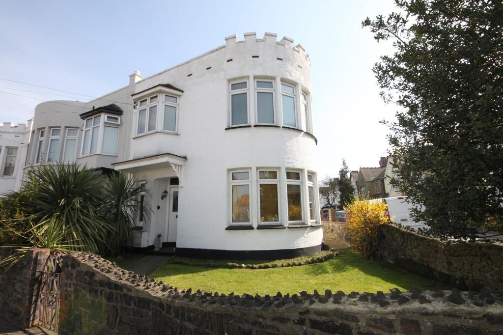 4 Bedrooms Semi Detached House for sale in West Road, Westcliff-on-Sea